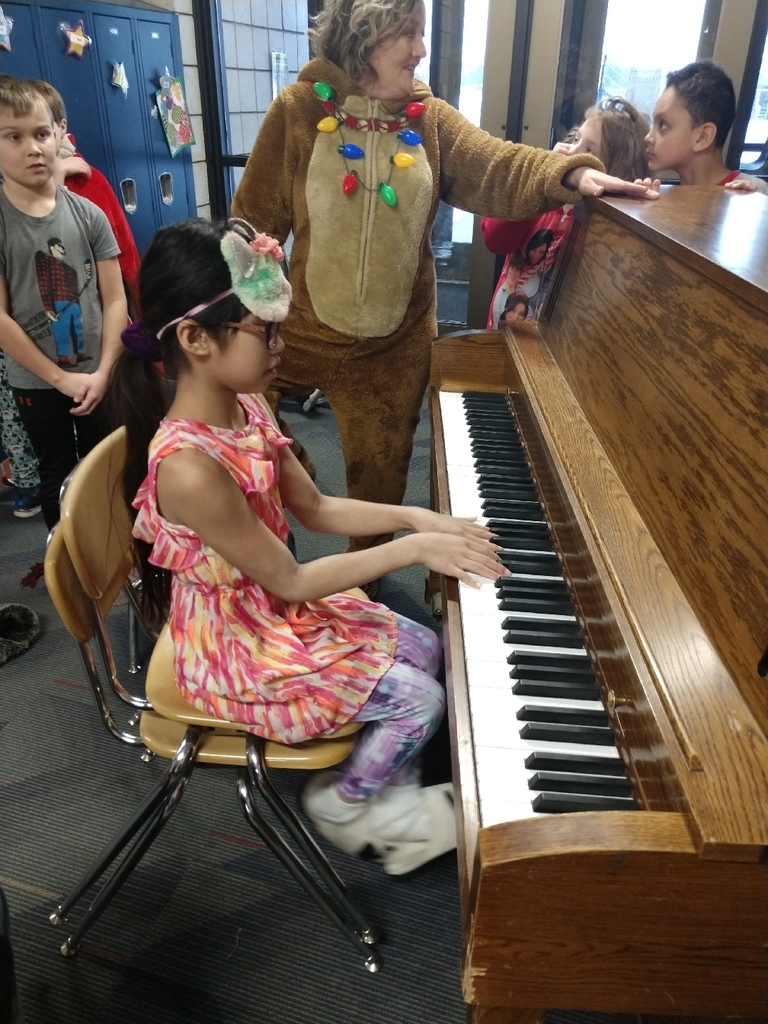 3rd grade piano player